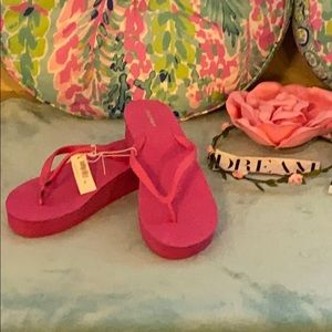 NWT*FreeOld Navy bright pink thong platform wedges
